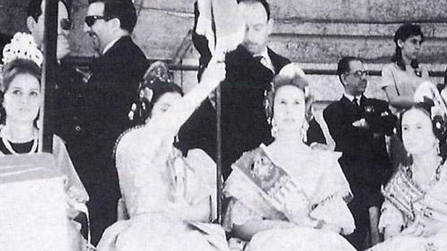 Imagen de la duquesa de Alba como fallera mayor