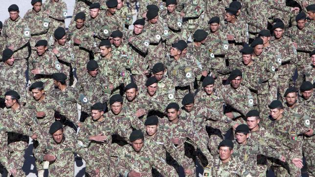 Soldados afganos durante su ceremonia de graduación