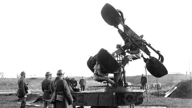 Parte del sistema defensivo francés era este aparatoso ingenio que servía para detectar por el sonido la aproximación de aeronaves enemigas