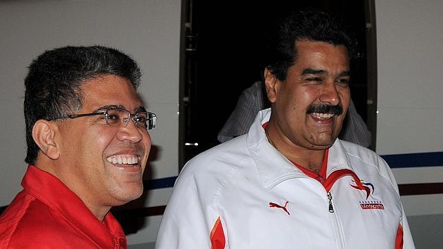 Elías Jaua, ex ministro de Exteriores, junto a Nicolás Maduro