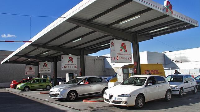 Las gasolineras no han trasladado la fuerte caída del petróleo