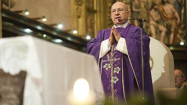 Monseñor Jiménez, durante la misa con la que este jueves se despidió de la Diócesis de Santander, a cuyo frente a estado durante siete años