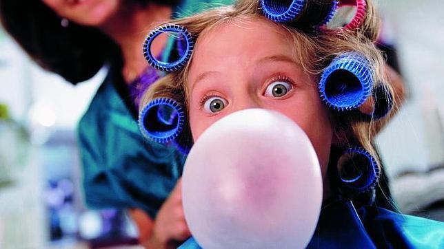 Mascar chicle estimula la producción de saliva