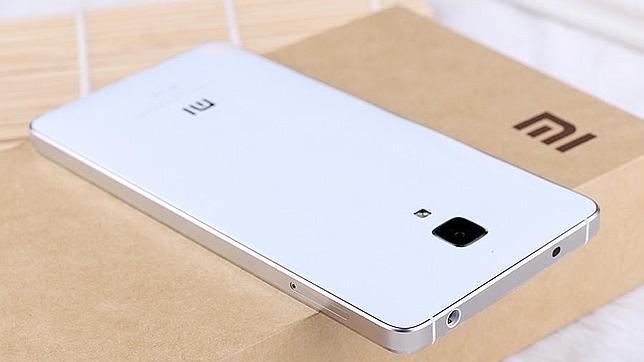 En la imagen un Xiaomi Mi4, el último smartphone de la empresa