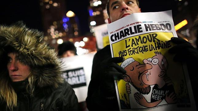 Participantes en la protesta en Nueva York por el ataque a la redacción del semanario satírico «Charlie Hebdo»