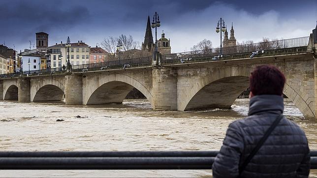 Aspecto que presentaba el sábado el río Ebro a su paso por Logroño