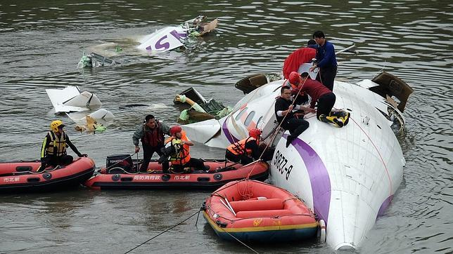 Rescate del avión de Transasia en Taipéi