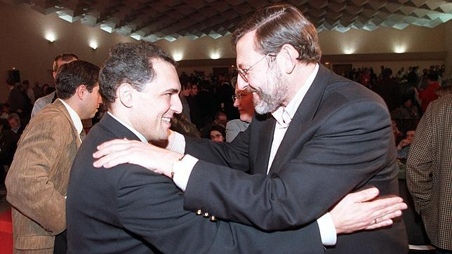 Rafael Simancas y Jaime Lissavetzky, en una foto de un congreso extraordinario de la Federación Socialista Madrileña, en 2000