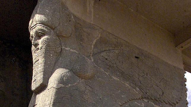 Toro alado con cabeza humana, situada en el área arqueológica de Nimrud