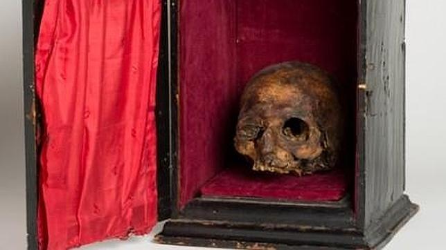 Urna con el cráneo del Papa Luna, tal y como la conservaron durante siglos los sucesivos condes de Argillo