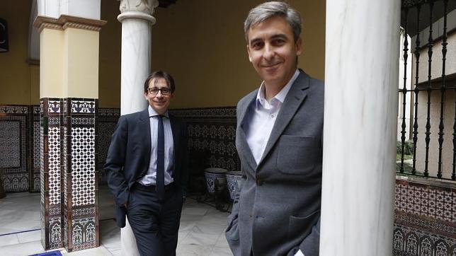 Los candidatos de UPyD a la Comunidad, Ramón Marcos y al Ayuntamiento de Madrid, David Ortega, en el patio de ABC
