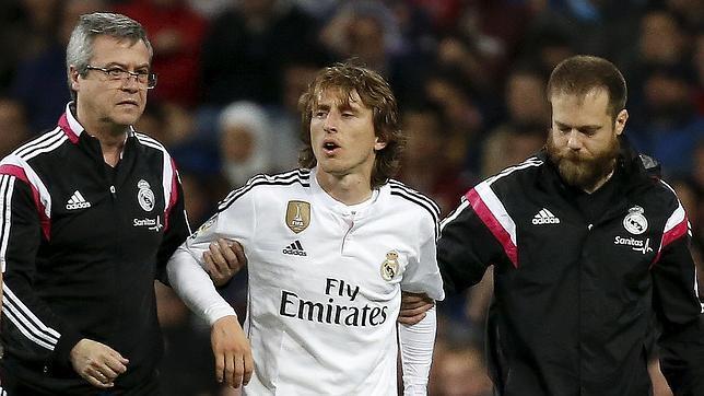 Modric se retira lesionado del Bernabéu