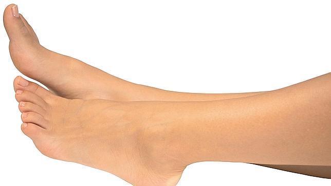 porque se hinchan los pies piernas y manos