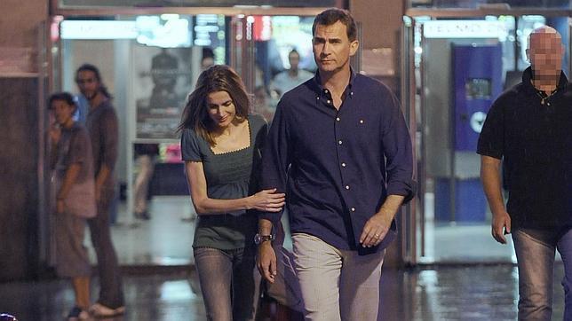 Don Felipe y Doña Letizia en una de sus salidas al cine cuando eran Príncipes de Asturias