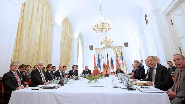 Los ministros de Exteriores de los países del grupo 5+1 (EE.UU., China, Rusia, Reino Unido, Francia y Alemania) e Irán reunidos en el Palais Coburg en Viena
