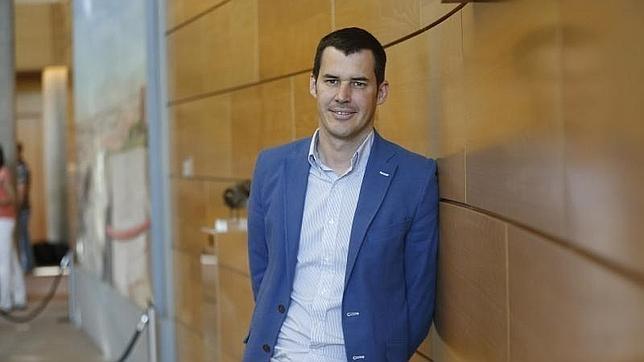 Juan Segovia, diputado regional del PSOE, posa para ABC en la Asamblea de Madrid