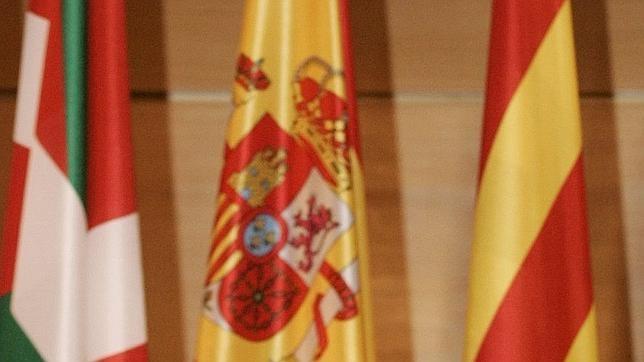 El dictamen del Consejo de Estado contempla la inclusión de la denominación de las autonomías