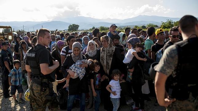Inmigrantes hoy en las cercanías de la ciudad de Gevgelija, en el sur de Macedonia