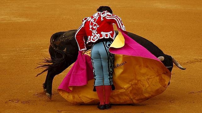 Morante de la Puebla, en Ronda, con un terno bicolor