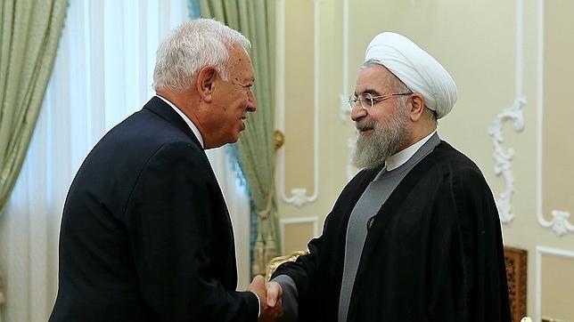 Jose Garcia-Margallo estercha la mano del presidente iraní, Hasán Rohani