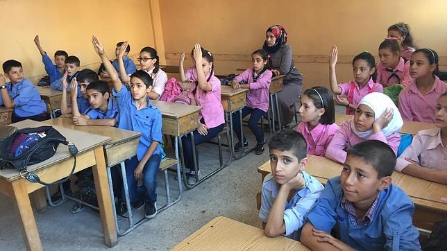 Alumnos en un colegio de Yaramana, junto a Damasco