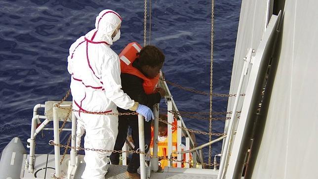La Marina Militar italiana durante una operación de rescate