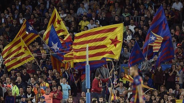 Banderas independentistas en el Camp Nou en un partido