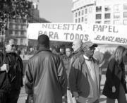 Los inmigrantes llenaron la plaza de Cataluña de pancartas y panfletos. Fernando Serrano