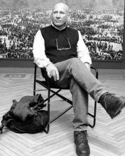 Sebastiao Salgado, que ha sabido retratar la cruda realidad de la miseria, del éxodo y la emigración en gran parte del mundo, ahora es comentado en diversos textos teatrales. Yolanda Cardo