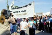 Los estudiantes de Oropesa protestaron ayer contra la empresa Vilar. A. Martínez