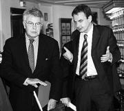 El diputado del PP Gil Lázaro «marca» a sus compañeros el voto a la LOPJ.EFE