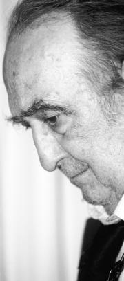 El escritor, ayer en su casa de Madrid, tras conocer la noticia