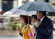 EFE  Los paraguas dejarán de verse en las próximas horas
