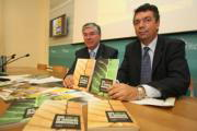 HUERTAS FRAILE  José Manuel Tofiño y Gustavo Figueroa, durante la presentación de la guía