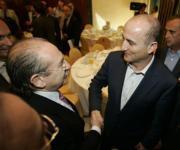 CHEMA BARROSO  El ministro Sebastián saluda a Luis del Rivero, presidente de Sacyr Vallehermoso