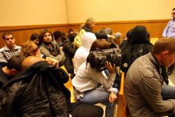 Quince jóvenes afrontan hasta 19 años de cárcel por un ataque racista