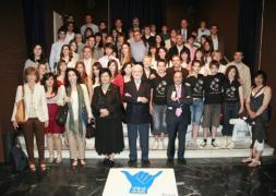 ABC  Los alumnos ganadores posan al recibir sus premios