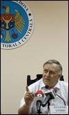 El presidente de la Comisión Electoral Central (CEC) de Moldavia, Eugeniu Stirbu, durante una rueda de prensa en Chisinau, Moldavia / EFE