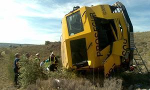 Un muerto y dos heridos al caer por un terraplén un furgón blindado