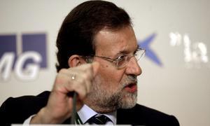 Rajoy acusa a CIU de prolongar la «agonía» de Zapatero y sugiere adelantar las elecciones