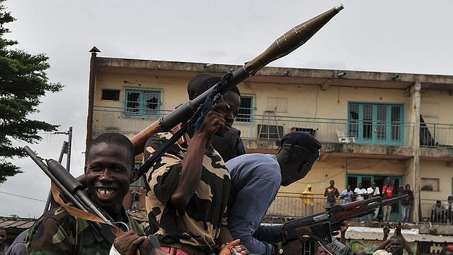 Helicópteros de la ONU lanzan misiles cerca de la residencia oficial de Gbagbo