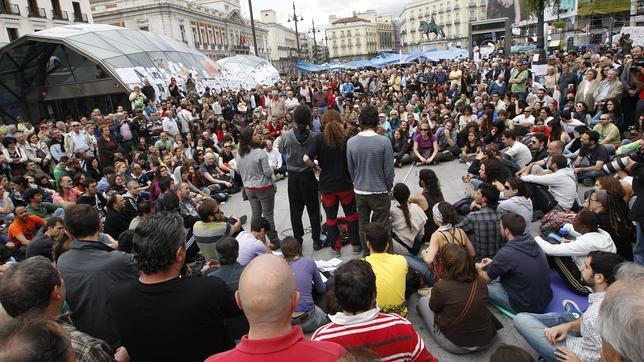 Los «indignados» de Sol: «No somos antisistema, pero sí pedimos un cambio del sistema»