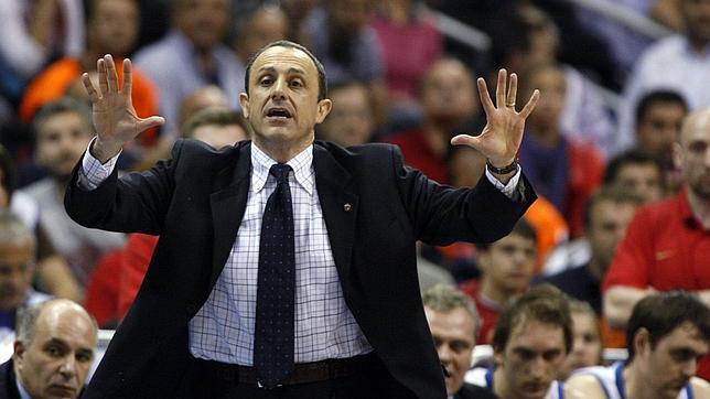 Messina da el sí quiero a los Lakers