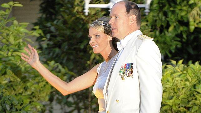 Los recién casados Príncipes de Mónaco ofrecen un «brunch» antes de partir a Sudáfrica