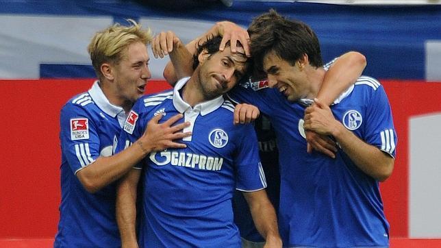 El Schalke arrasa al Colonia y suma sus tres primeros puntos