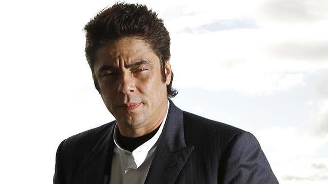 Benicio del Toro convierte en abuelo a Rod Stewart