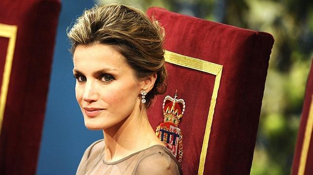 Letizia, «simplemente perfecta» y con porte de reina, según «Paris Match»