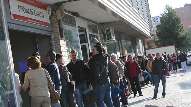 Un informe de JP Morgan prevé que la tasa de paro española llegará al 27%