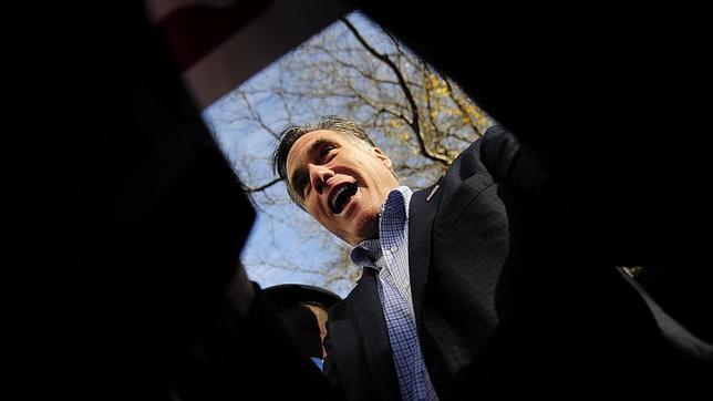 Los republicanos más conservadores cargan contra Romney y apoyan a Gingrich