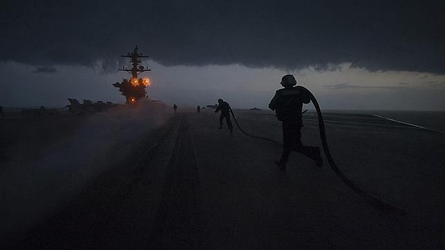 Barcos europeos y un portaaviones de EE.UU. cruzan Ormuz
